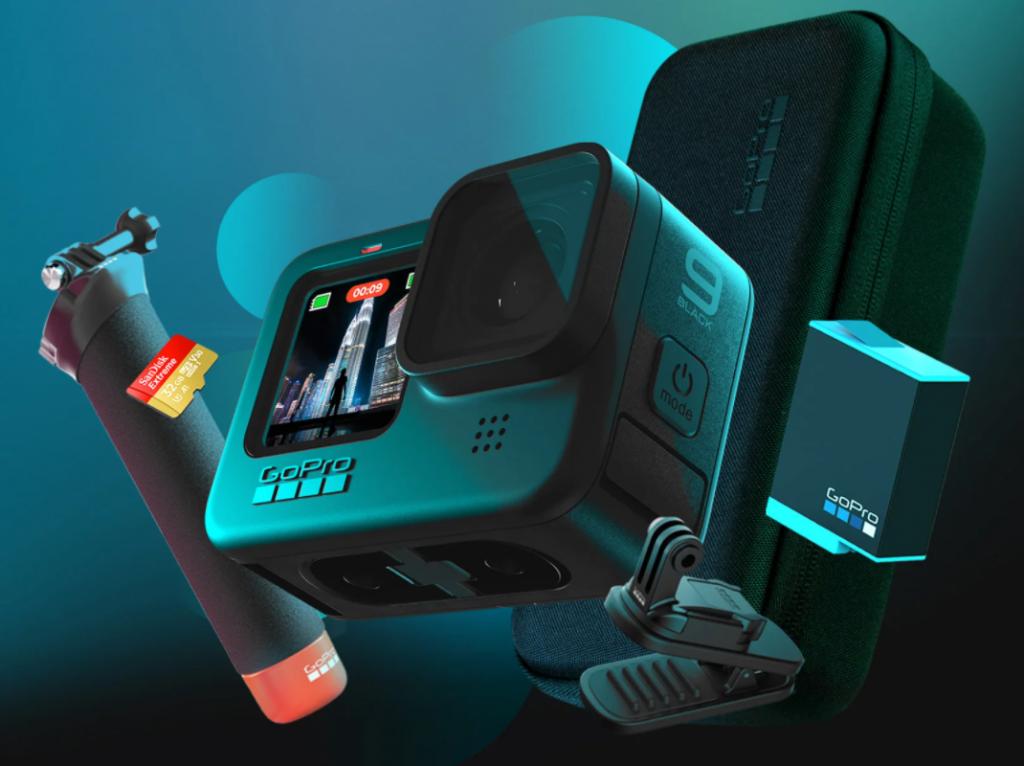 De GoPro Hero 9 Black met allerlei accessoires zoals een extra baterij, een Micro Sd kaart en een opberg doosje.